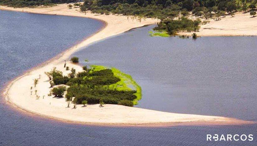 Rio Negro com Requinte em Iate 108 Pés  - /